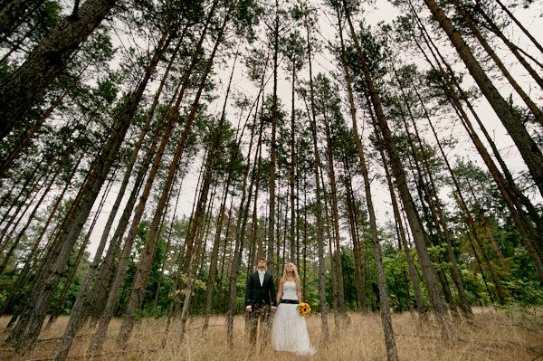 plener w lesie, bukiet ślubny ze słoneczników